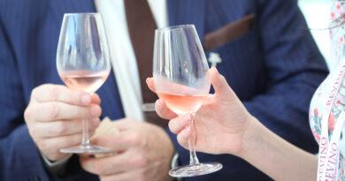 REVINO---Descopera-vinurile-din-Romania