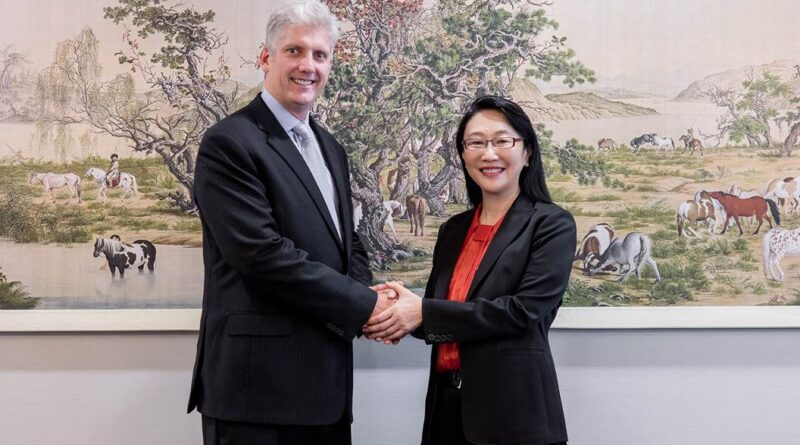 Cher Wang (HTC) and Rick Osterloh (Google)